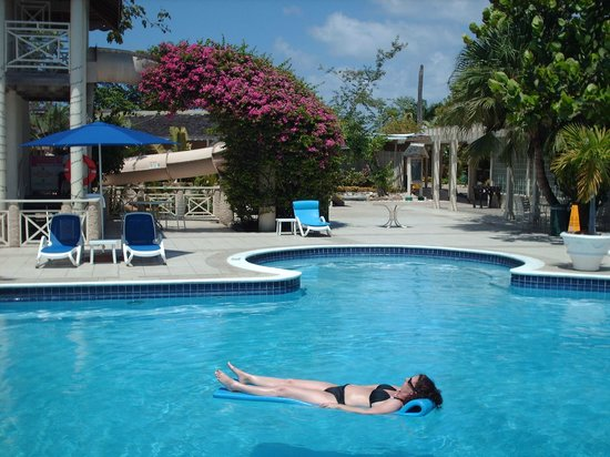 Hedonism II: The main pool with my favourite floaty