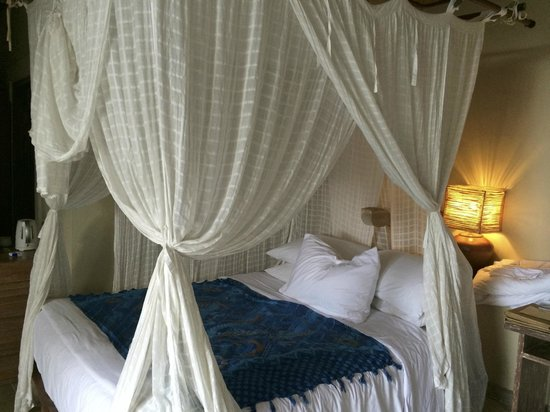 Wapa di Ume Resort and Spa : Great bed and curtains