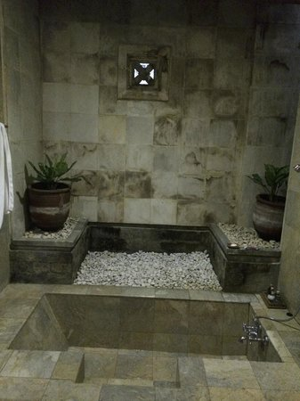 Wapa di Ume Resort and Spa : Sunken bathtub