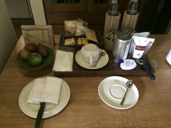 Wapa di Ume Resort and Spa: Fruit and tea in the room