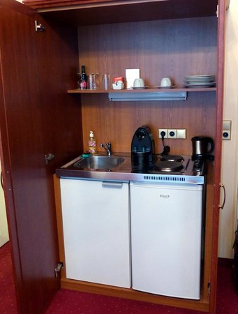 Opera Suites: Small kitchenette area