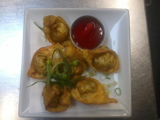 Philippine Magic Cafe: sweet potato, mushroom and lily petal wontons, handmade by the chef. delicious!