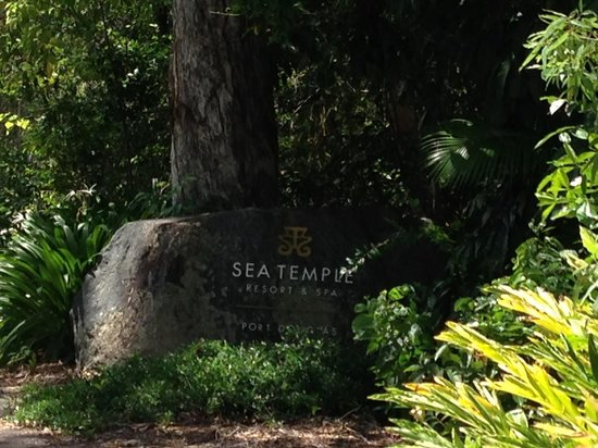 Pullman Port Douglas Sea Temple Resort & Spa: Entrance