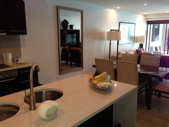 Pullman Port Douglas Sea Temple Resort & Spa: Living Area - 2 bedroom apartment