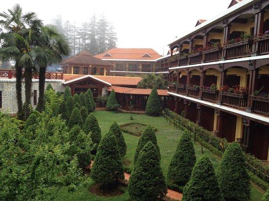 Victoria Sapa Resort and Spa: Fog lifting