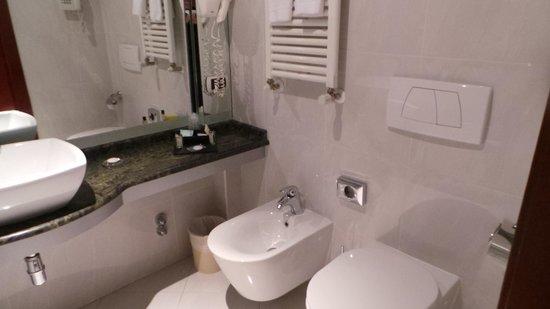 Cosmopolitan Concept Hotel: Bathroom