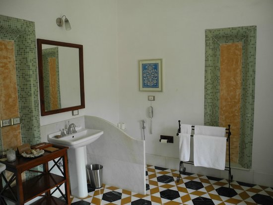 Samode Palace : my bathroom, separate bath