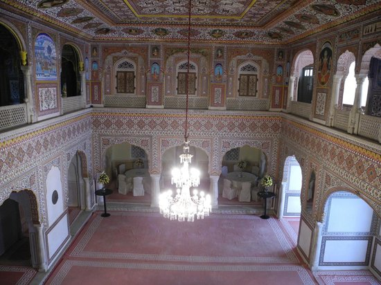 Samode Palace : ornate ceiling and walls