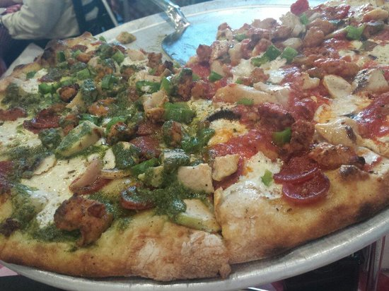 Grimaldi's Pizzeria : Love their pizza!!