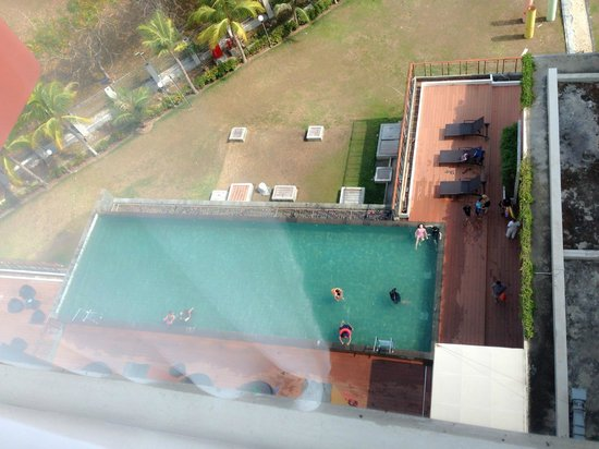 HARRIS Hotel Batam Center: Pool