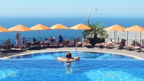 Pueblo Bonito Sunset Beach Golf & Spa Resort : sky pool is a taste of heaven