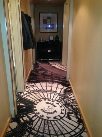 Le Meridien Munich : Hallway in deluxe suite