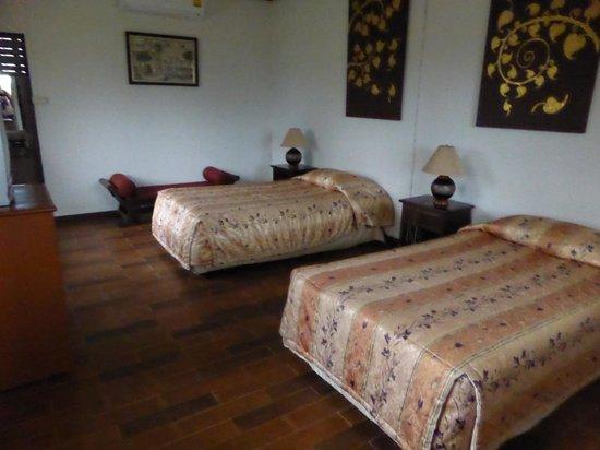 Muang Pai Resort: Ruime kamer - binnenkant