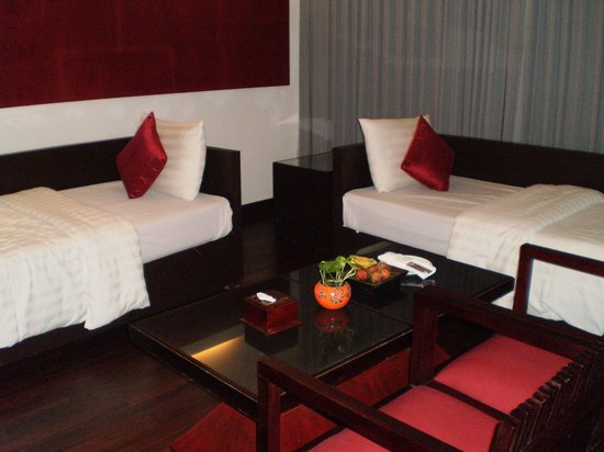 Memoire d' Angkor Boutique Hotel: single beds in family suite