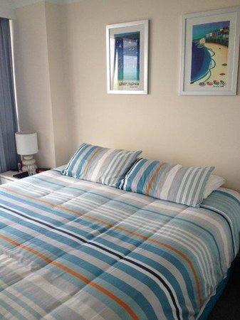 Boulevard North Apartments : Main bedroom
