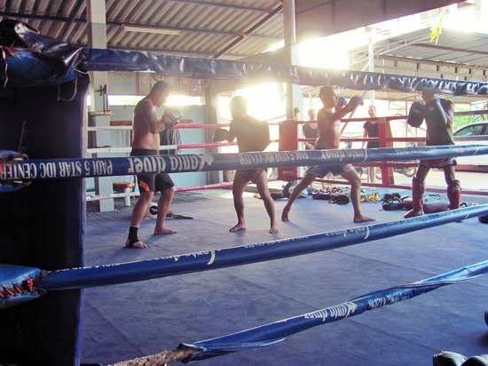 Lanta Gym Muay Thai Bungalows: Training