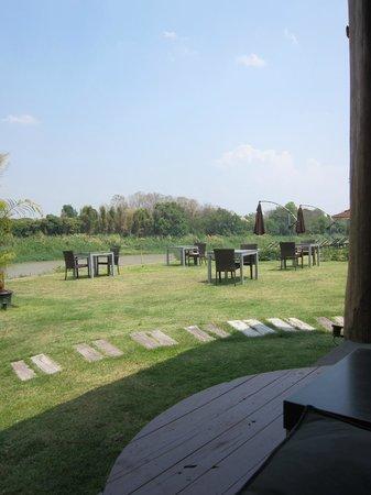 Zensala Riverpark Resort: restaurant view