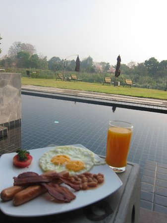 Zensala Riverpark Resort: breakfast with a view