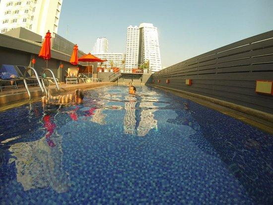 Hotel Solo Sukhumvit 2 : Dominant et dominé par la ville