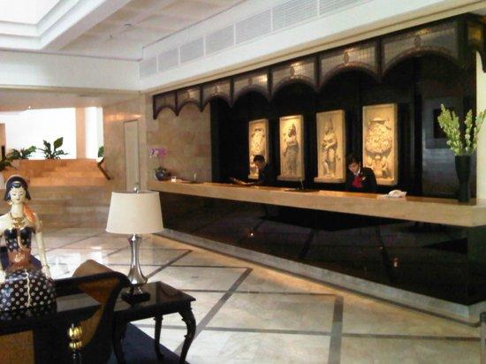 Hotel Santika Premiere Jogja: Lobby area