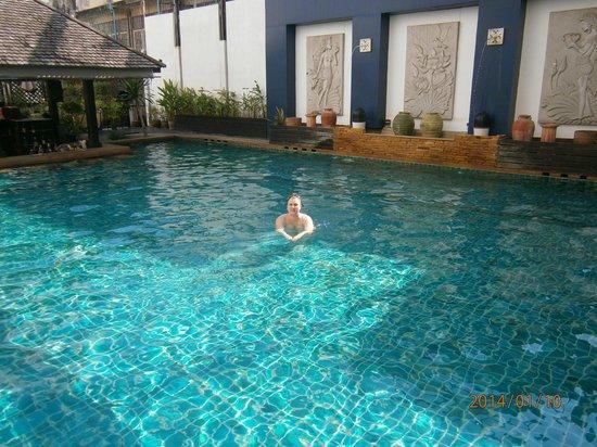 Sunbeam Hotel Pattaya : бассейн