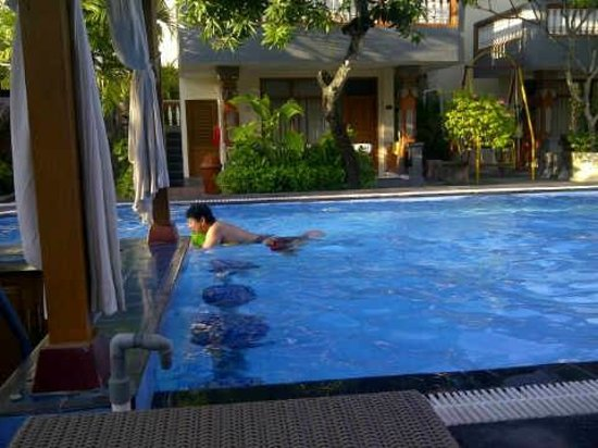 Wina Holiday Villa Hotel : pool bar