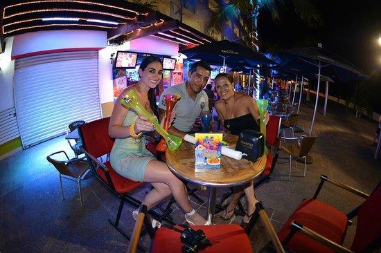 Day Off Beach Bar: Disfruta de tu bebida favorita y llévate tu Yarda!!