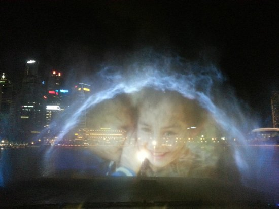 Wonder Full Light and Water Show: Like a Hologram