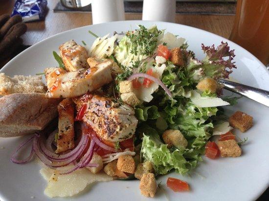 Weisse Düne: Cesar salad mit Hühnchen