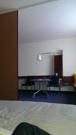 Novotel Suites Hamburg City hotel: work space in my room