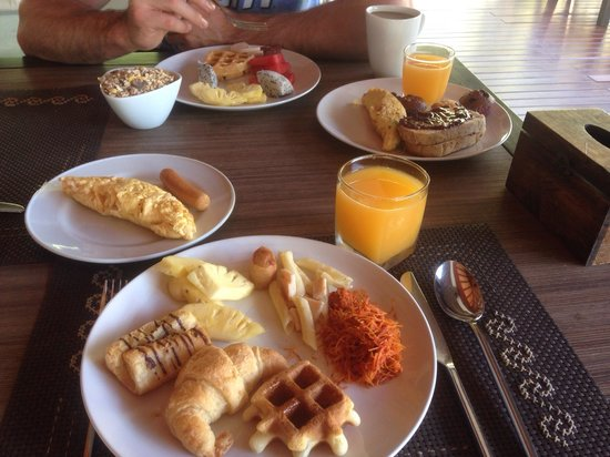 The Elements Krabi Resort: Decent breakfast. Get there early or they run out