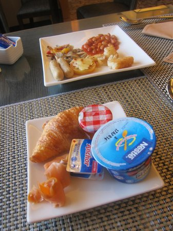 Hilton Petaling Jaya Hotel: Breakfast at Executive Lounge