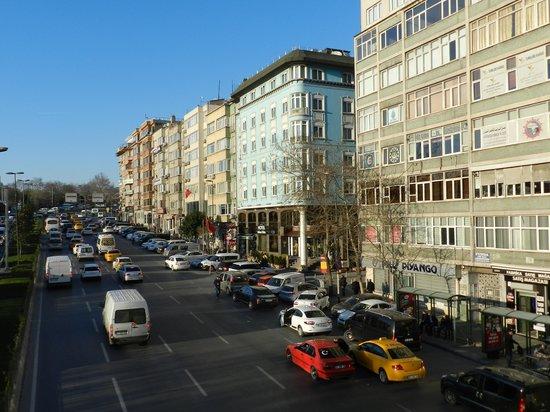 Hotel Bulvar Palas: zicht  vanaf de voetgangersbrug