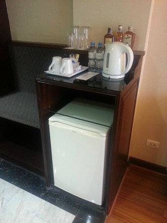 Patong Resort: Fridge in the room.