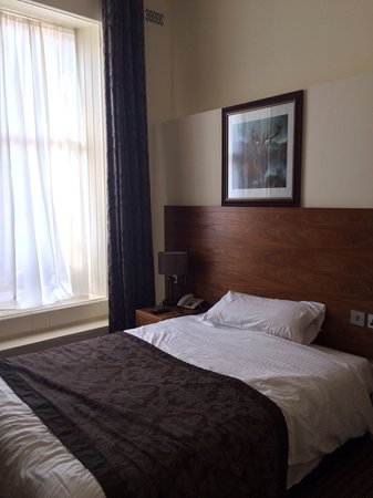 Alexander Thomson Hotel : Comfy double bed at Alexander Thomson...