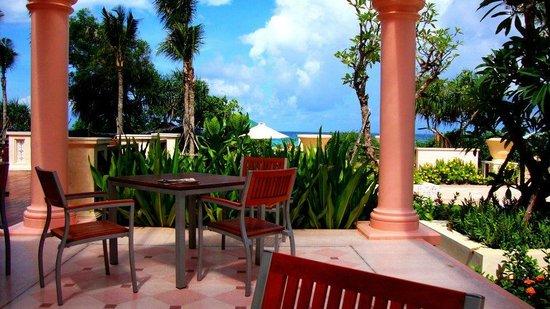 Centara Grand Beach Resort Phuket: Frukost
