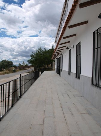 Mesón Restaurante La Teja: Terraza exterior