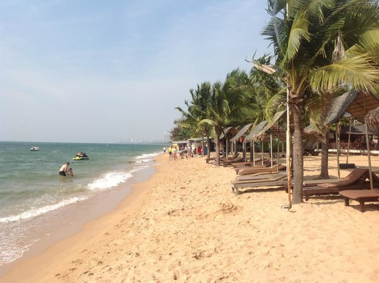 Pinnacle Grand Jomtien Resort: am Strand