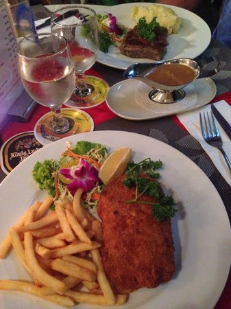 Diver's Inn Steakhouse and International Cuisine: Court on bleu and steak