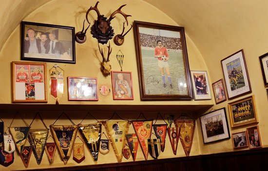 "U Zlateho Tygra : At The Golde Tiger Pub  Lounge ""Malé parohy """