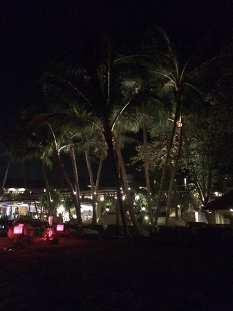 Impiana Resort Chaweng Noi: night view.