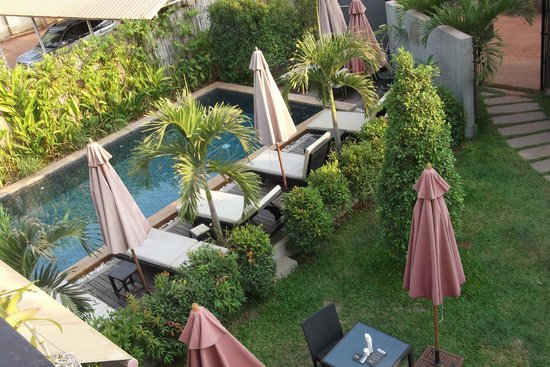 Baby Elephant Boutique Hotel: View of small pool area from communal balcony