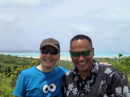 Aitutaki Beach Villas: Photo with host Vaa