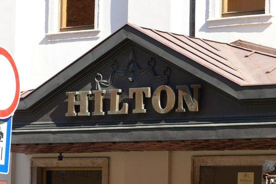 Hilton Budapest: Hilton sign
