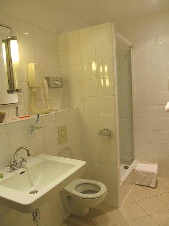Hotel Novanox : Salle de bain avec douche