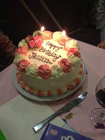 Raja's Restaurant: Lovely cake!