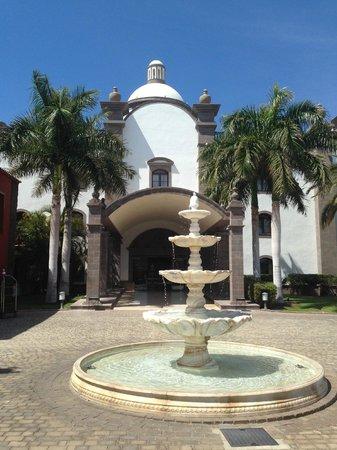 Lopesan Villa del Conde Resort & Corallium Thalasso: hotel main enty