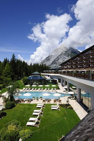 Interalpen-Hotel Tyrol: Outdoor pool