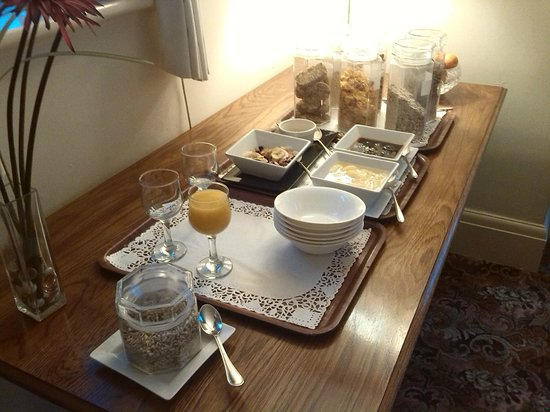 Stonecroft Country Guest House: Breakfast - side table