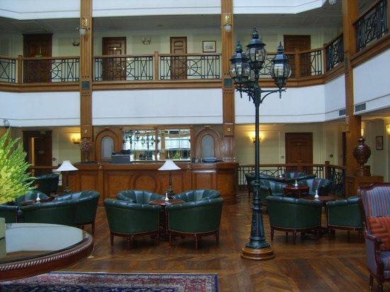 The Oberoi Cecil, Shimla: lobby bar
